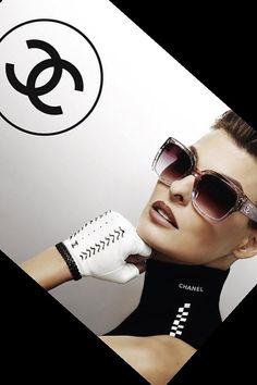 Linda Evangeslista photographed by Karl Lagerfeld for Chanel Eyewear campaign #ChanelEyewear Visit espritdegabrielle.com   L'héritage de Coco Chanel #espritdegabrielle