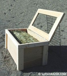 Image from http://www.grazingbox.com/slow%20hay%20feeder%202x4%20open.jpg.