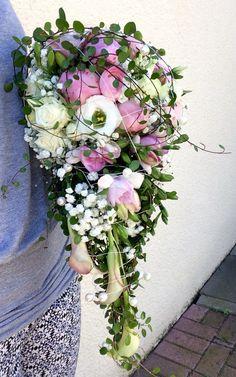 Abfließender, sommerlicher Brautstrauß
