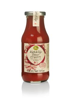 A spicy ketchup made from juicy Italian tomatoes and piment d'espelette. Made to a traditional recipe and without any artificial additives. Gives meat, French fries and pasta a pure and spicy twist!