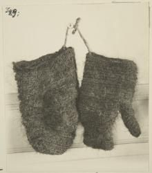 Nalbound mittens, Maaninka, Finland. Animal hair (doesn't say which animal or tail/mane). Year unknown. Photo taken in 1920's.