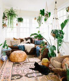 7 Top Bohemian Style Decor Tips with adorable interior design ideas - Bohemian Living Rooms Bohemian Bedroom Decor, Bohemian Interior, Bohemian Living, Bohemian Style, Boho Chic, Shabby Chic, Bohemian House, Bohemian Office, Bohemian Gypsy