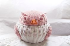 Rattan basket owl Rattan Basket, Piggy Bank, Recycle Paper, Recycling, Weaving, Owl, Instagram, Recycled Crafts, Paper Envelopes