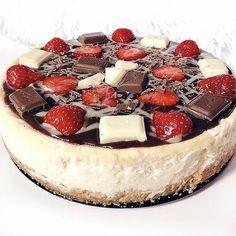 MILKA, TOFFIFEE a RAFFAELLO cheesecake | Refresher blog Chocolate Cake, Tiramisu, Cheesecake, Amazing, Ethnic Recipes, Blog, Raffaello, Chicolate Cake, Chocolate Cobbler