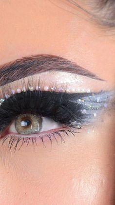 Black Swan Costume, Cut Crease Makeup, Eye Makeup Brushes, Eyebrow Tutorial, Eyeshadow Looks, Eye Make Up, Makeup Videos, Eyelash Extensions, Beauty Care
