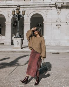 """25.1 mil curtidas, 347 comentários - Sara (@collagevintage) no Instagram: """"Sunny Day in Galicia ☀️ wearing my burgundy boots for @jonakparis #collageontheroad #ootd"""""""