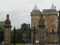 Hollyrood Palace - Edinburgh, Scotland Holyrood Palace, Edinburgh Scotland, Royal Palace, Cathedrals, Palaces, British Royals, Genealogy, Big Ben, Barcelona Cathedral