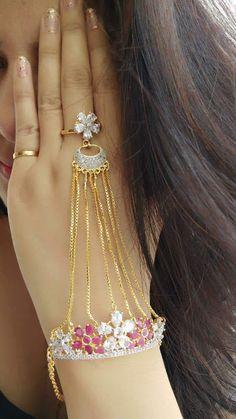 Neetus Jewellery: Handcuff AJ0036A650 Bridal Jewelry Vintage, Wedding Jewelry, Arm Bracelets, Gold Bangles Design, Jewelry Design Earrings, Hand Jewelry, Fantasy Jewelry, Bracelet Designs, Fashion Jewelry