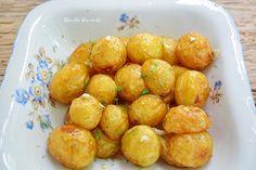Cartofi noi la ceaun cu usturoi şi mărar | Bucate Aromate Eat This, Romanian Food, Pretzel Bites, Potato Salad, Vegetarian Recipes, Food And Drink, Potatoes, Bread, Vegetables