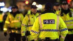 Imagini cu falsele centuri sinucigase folosite de teroristii din Londra Manchester, Police, Baseball Cards, Sports, Jackets, Tops, Fashion, Hs Sports, Down Jackets