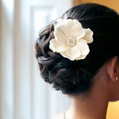 Wedding Hairstyles To The Side Curls Low Buns Ideas, - Wedding Hair Styles Side Hairstyles, Best Wedding Hairstyles, African Hairstyles, Bridal Hairstyles, Bridal Updo, Wedding Updo, Flower Hair Clips, Flowers In Hair, Flower Braids