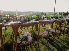 #Bride&Groomchairs #Tuscany Toscana, Country Chic, Table Decorations, Bride, Wedding, Home Decor, Weddings, Wedding Bride, Valentines Day Weddings