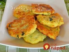 Frittelle di zucchine con patate e parmigiano. My mom made up potato 'pancakes' as a child, but I never thought of adding zucchini. Halloween Fingerfood, I Love Food, Good Food, Christmas Finger Foods, Appetizer Recipes, Appetizers, Kenwood Cooking, Confort Food, Eat Seasonal