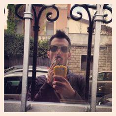 Just got home Selfie⛅️ #appenarrivatoacasa #home #milan #city #selfie #time #siga #sunglasses #oakley #jeremyscott  #moschino #cover #case #iphone5 #love #photo #social_network #instagram #facebook #pinterest #tumblr #twitter #instapp #instapp #foto #filtro #friends #followme #hastag