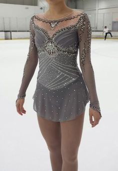 I think this is Vivian Le's SP dress. Gorgeous!
