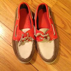 Like-New Sperry Leather Boat Shoes - 8.5 M/9.5 W These leather loafers were worn once!! Excellent condition inside and out. Orange, tan and sand colored leather. Unisex. Size 8.5 men/9.5 women. Sperry Top-Sider Shoes Flats & Loafers