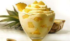 Easy sweet with yogurt and ananas Greek Sweets, Greek Desserts, Summer Desserts, Greek Recipes, No Bake Desserts, Dessert Recipes, Low Calorie Cake, Kai, Condensed Milk Recipes