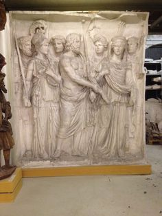 Hercules, Minerva, Bacchus, Jupiter og Hermes m.fl. Hilser Trajan. Romersk 114 evt.