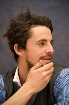 oh Matthew Goode...brush that hair will you? well, then again, maybe you shouldn't...