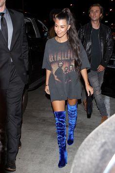 Em LA, Kourtney Kardashian é flagrada saindo do rooftop da Catch - point de celebridades (Foto: AKM-GSI)