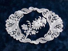 [パーチメントクラフト : 今井 真智子] 大通文化教室 Vellum Crafts, Vellum Paper, Paper Art, Paper Crafts, Embroidery Neck Designs, White Embroidery, Embroidery Patterns, Parchment Design, Romanian Lace