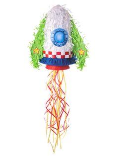 Piñata cohete: Esta piñata representa un cohete.Es de papel con flecos.Mide alrededor de 45x32x15 cm.Se vende vacía con orificio en la parte trasera.Tiene un asa para poder sujetarla.Podrás...