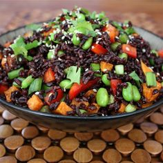 forbidden rice superfood salad nutty black rice, edamame, sweet potatoes, red pepper, green onion and a light sesame-honey dressing Raw Food Recipes, Salad Recipes, Vegetarian Recipes, Cooking Recipes, Healthy Recipes, Edamame, Clean Eating, Healthy Eating, Healthy Food