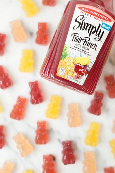 Healthy Snacks DIY Homemade Gummy Bears Recipe and Free Tutorial too! Kids, Birthday, Snack… - DIY Homemade Gummy Bears Recipe and Free Printable Homemade Gummy Bears, Homemade Gummies, Homemade Candies, Fruit Snacks Homemade, Making Gummy Bears, Homeade Candy, Diy Snacks, Yummy Snacks, Yummy Food