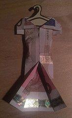 Ein Abendkleid (karlawithakey) Tags: money dress clothes gift fold geschenk geld kleidung eveningdress kleid abendkleid falten