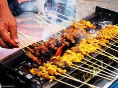 Как готовят шашлык в разных странах мира😍👍    1. Карн асада (Мексика)  Карн Асада это тонко нарезанная жаренная говядина, завернутая в тако и бурито. Его могут подавать с гуакамоле, сальсой, жаренным луком и бобами. Соус для маринада обычно простой и состоит из лимонного сока, чеснока и перца.    2. Чуан (Китай)  Это небольшие кусочки мяса , поджаренные на шпажках. Чуан возник в провинции Китая Синьцзян, а в последние годы распространился в остальной части страны, особенно в Пекине. Чуан…