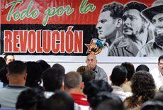 El miembro del Buró Político del PCC y primer vicepresidente de los consejos de Estado y de Ministros, José Ramón Machado Ventura, participa en los debates de la Comisión de funcionamiento interno del IX Congreso de la UJC