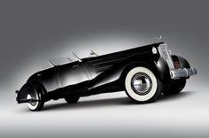 Cadillac V16 Series 90 Dual Cowl Sport Phaeton encarroçado pela Roxas em 1937.
