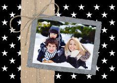 Super leuke kerstkaart in hippe zwart-wit kleuren, papier en touw (grafisch). Ruimte voor eigen foto.