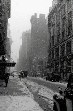 David Vestal - West 22nd Street. Falling snow, NYC, 1958. S)