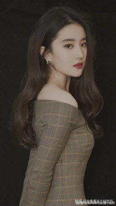 Asian Cute, Sexy Asian Girls, Beautiful Asian Girls, Liu, Chinese Actress, Girl Photography, Beautiful Actresses, Medium Hair Styles, Pretty People