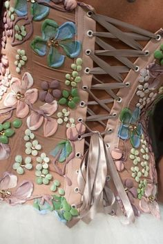 Hand Painted Corset--looks like this was painted with dimentional paint-great idea for costumes when can not find fabric you need Estilo Hippie, Bustiers, Steam Punk, Fashion Details, Pretty In Pink, Perfect Pink, Beautiful Outfits, Beautiful Clothes, Girly