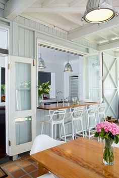 Way's To Make Pass Through Kitchen Window Ideas If you've been wondering how to make your home more conducive to indoor-outdoor living, consider a pass-through window. Style At Home, Pass Through Kitchen, Küchen Design, House Design, Deck Design, Window Design, Chair Design, Design Ideas, Pass Through Window