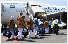 #Jamaah #Haji Dikira Tidur, Jamaah Haji Meninggal di Pesawat. Siti Ngafifah Achmad Sukemi (65), jamaah haji asal Kabupaten #Purbalingga, Jawa Tengah meninggal dunia di dalam pesawat saat perjalanan pulang ke Tanah Air. Kepala Sub bagian Humas Panitia Penyelenggara Ibadah Haji (PPIH) Debarkasi Solo, Gentur Rachma Indriadi yang mendapat laporan dari Tim Medis PPIH dari Rumah Sakit Zainal Abidin Aceh mengatakan, rombongan haji Kloter 6 itu berangkat