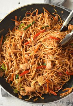 The Ultimate Spicy Chicken Lo Mein Recipe - Recipes - Asian Spicy Chicken Lo Mein Recipe, Chicken Recipes, Vegetable Lo Mein, Vegetable Dish, Takeout Restaurant, Chinese Vegetables, Homemade Sauce, Asian Cooking, Mets