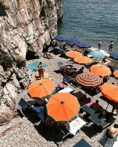 Positano, Italy via chanelbagsandcigarettedrags #atpatelier #atpateliertravels #umbrella