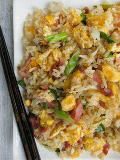 "f o o d f o r t h o u g h t: DELICIOUS FRIED RICE KYLIE KWONG - KINESKI PRŽENI PIRINAČ KAJLI KVONG ""Repinned by Keva xo"". Rice Recipes, Asian Recipes, Cooking Recipes, Ethnic Recipes, Lasagne Bolognese, Flavored Rice, Food N, Rice Dishes, I Love Food"
