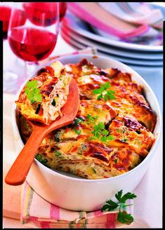 Für Liebhaber der fleischlosen Küche! Unter feinen Palatschinken trifft sich frisches Mischgemüse. Übergossen wird das Ganze mit einer Mischung aus QimiQ Saucenbasis, Topfen, Eiern und Gewürzen. Unbedingt nachmachen! Recipe Database, Yummy Food, Delicious Recipes, Thai Red Curry, Ethnic Recipes, Drink, Vegetable Medley, Griddle Cakes, Fresh