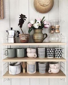 This must be the cutest #shelfie around! Love the colours and the shelves  #crockery #cottagechic #ecletic #kitchenshelves…