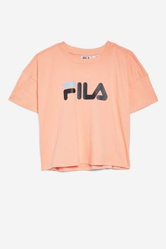 Channel an authentic sporty look with this fresh, stylish logo t-shirt in peach by Fila. Cute Outfits For School, Cute Comfy Outfits, Kids Outfits Girls, Teenager Outfits, Teen Fashion Outfits, Trendy Outfits, Cool Outfits, Crop Top Shirts, Crop Shirt