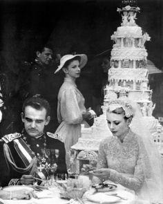 16 Vintage Celebrity Wedding Cakes You've Probably Never Seen | Martha Stewart Weddings