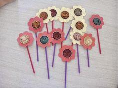 Flors Material: cartolina, canyetes, càpsules Nespresso, tisores, cola Nivell: Migdia Infantil 2013/14