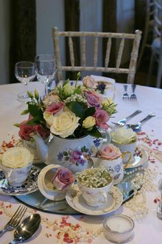 Trendy Wedding Centerpieces Spring Vintage Flower Arrangements Trendy Wedding Centerpieces S Tea Party Centerpieces, Vintage Wedding Centerpieces, Tea Party Decorations, Wedding Table, Teapot Centerpiece, Teacup Centerpieces, Centerpiece Ideas, Tea Party Table, Brunch Table