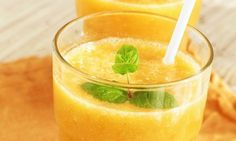 Healthy NutriBullet smoothie, cocktail, dip and food recipes developed by dietitians and chefs. Fruit Smoothies, Smoothies Banane, Healthy Smoothies, Healthy Drinks, Healthy Recipes, Smoothie Curcuma, Turmeric Smoothie, Smoothie Detox, Papaya Smoothie