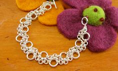 Chain Mail Double Bubble Chain Tutorial....this site has alot of great chain mail tutorials