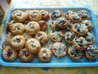 moravské koláčky -těsto nemusí kynout (asi 40ks) Deserts, Muffin, Breakfast, Cakes, Food, Asia, Morning Coffee, Cake Makers, Kuchen